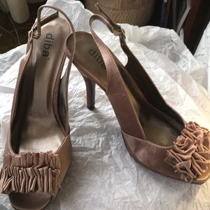 Taupe dress shoe size 9. 4 inch heel.